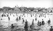 Lake_Calhoun_Bathers_(1917)